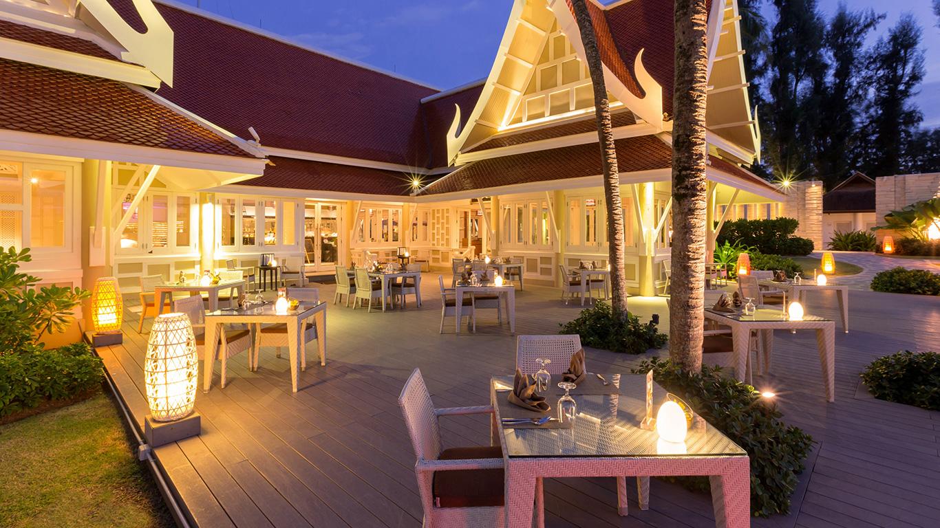 Angsana_laguna_phuket_dining_night