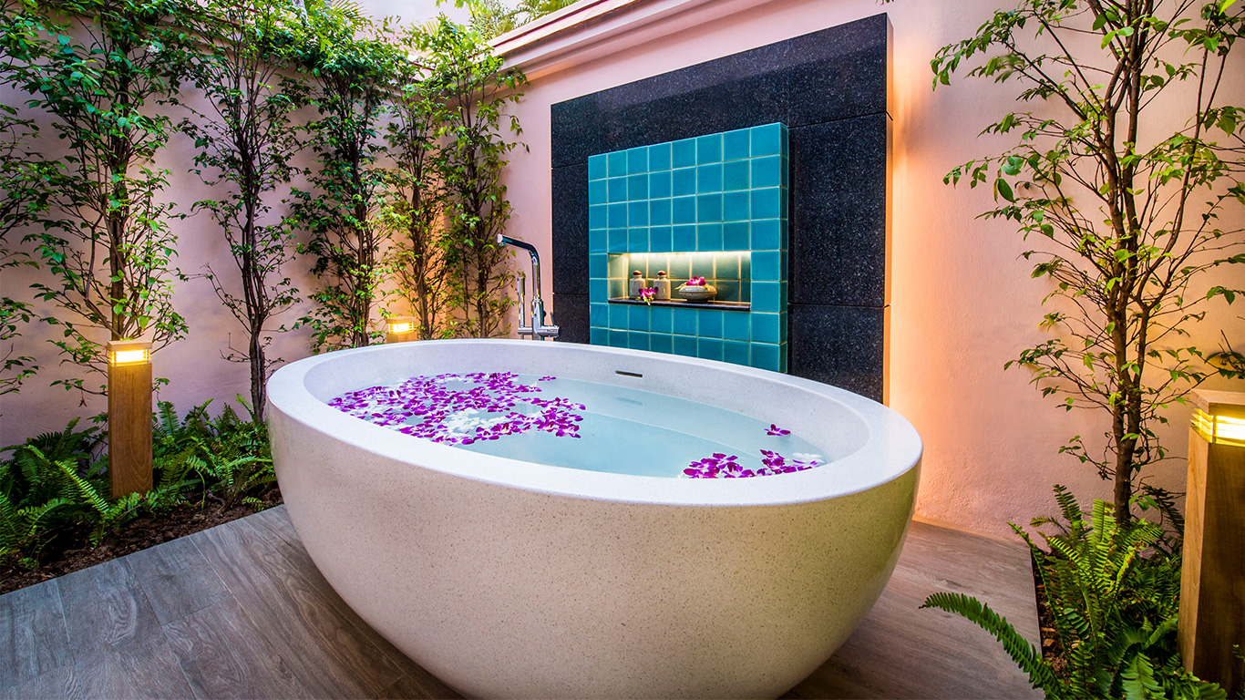 Banyan_tree_phuket_bathtube