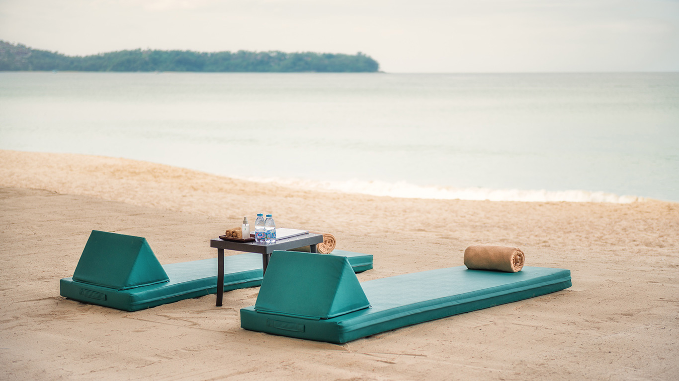 Banyan_tree_phuket_beach