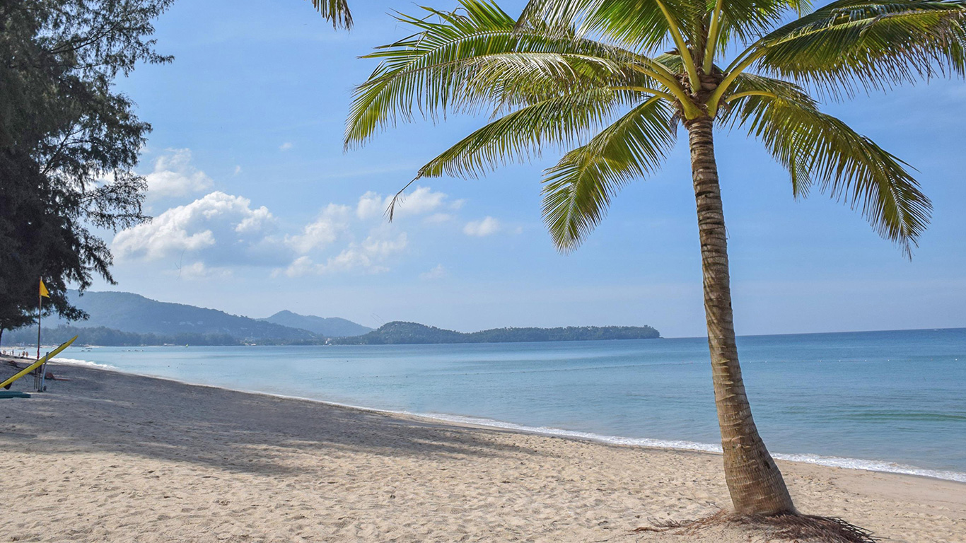 Banyan_tree_phuket_beach_01