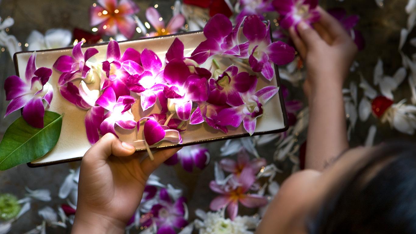 Banyan_tree_phuket_spa_flowers