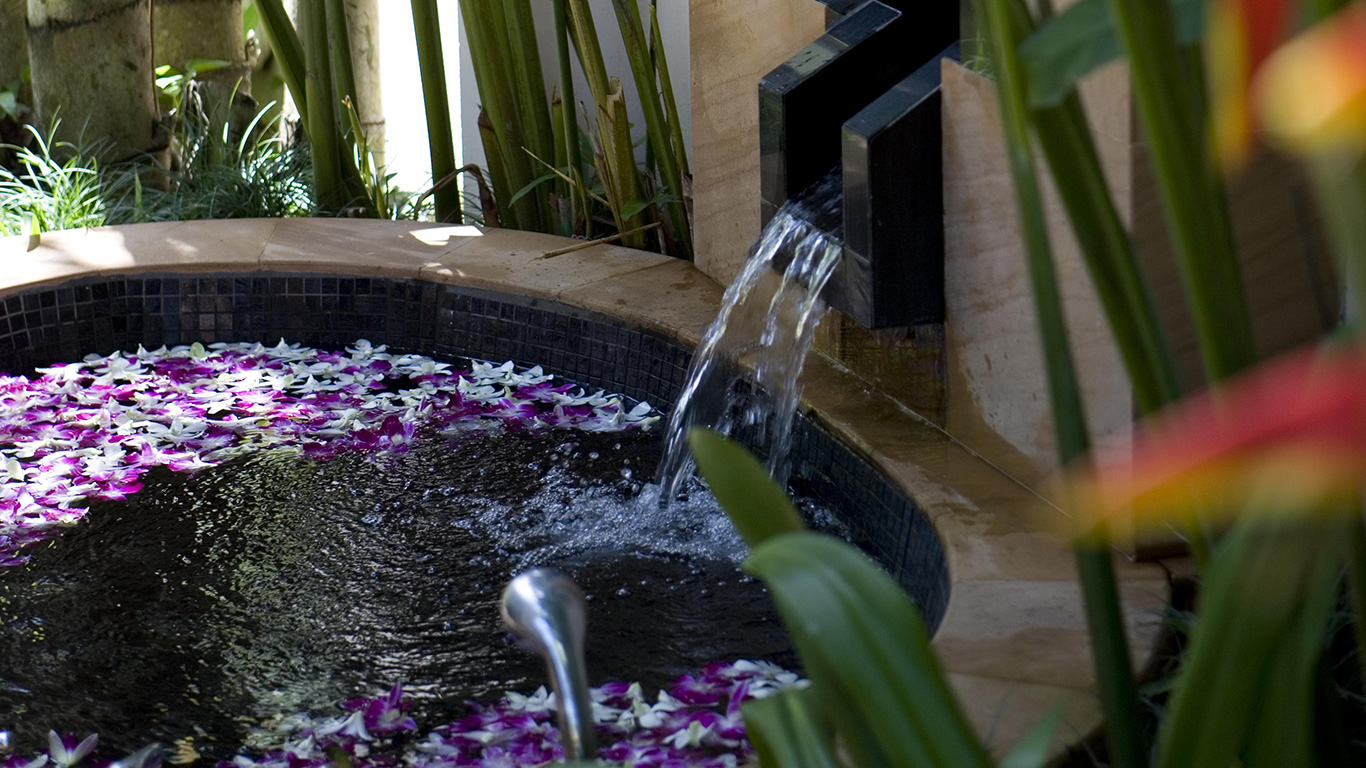 Banyan_tree_phuket_spa_water