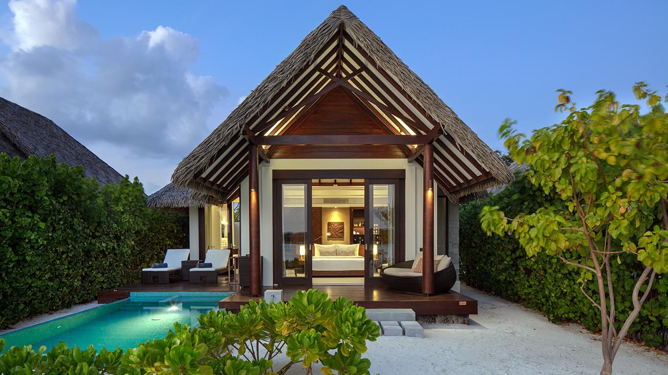 Heritance_Aarah_pool_beach_villa