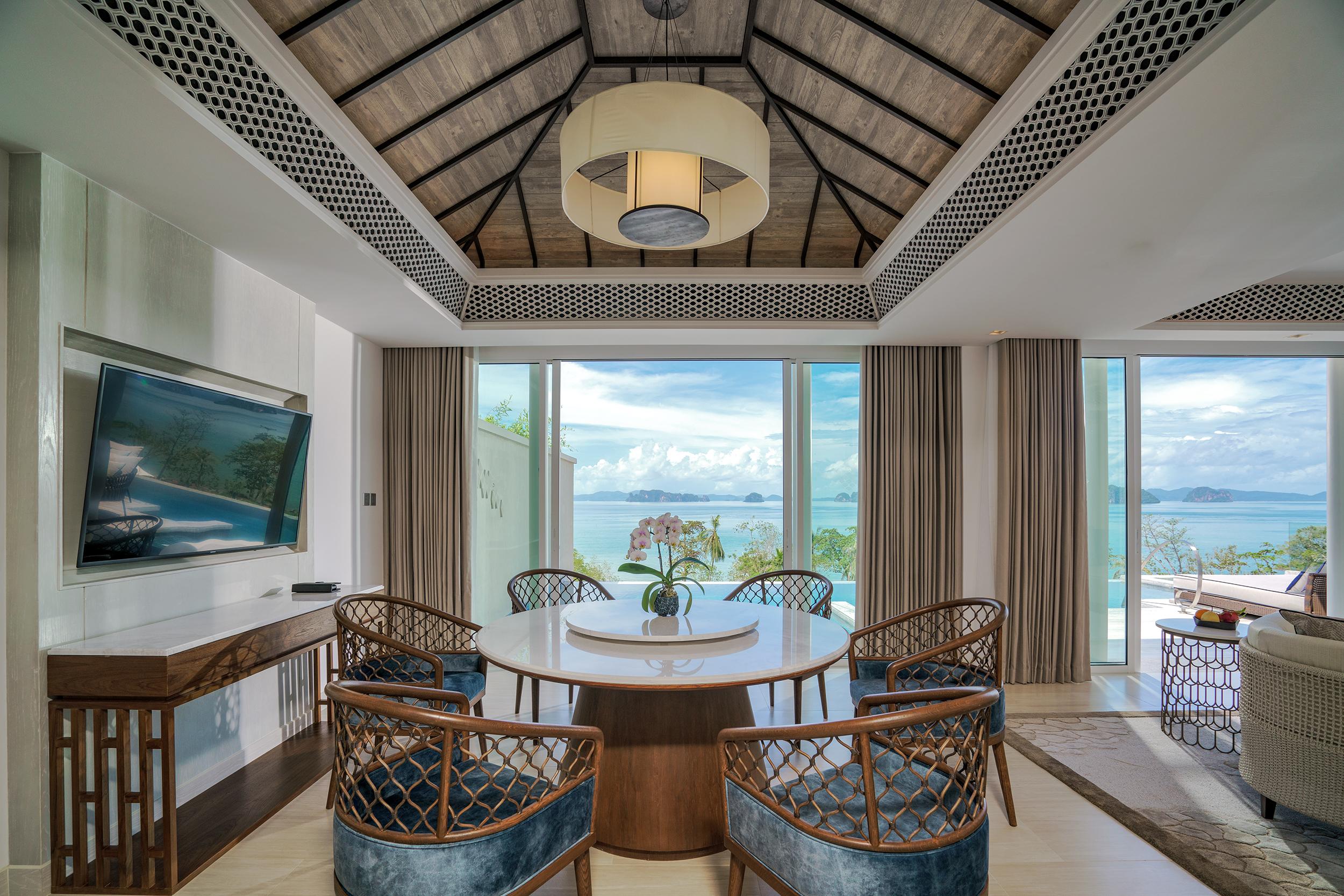 Two Bedroom Ocean Pool Suite 4