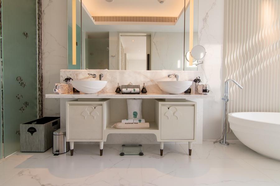 Deluxe Pool Suite_Bathroom 2