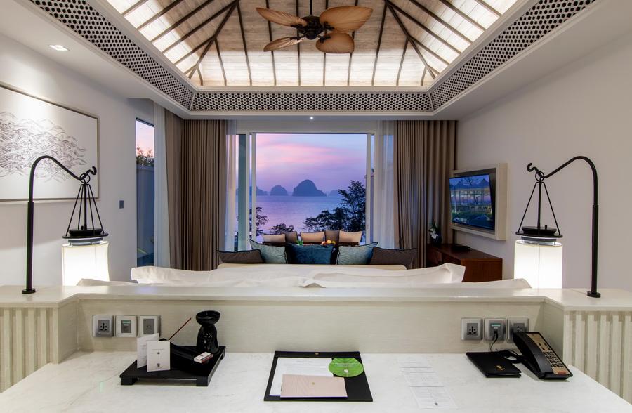 Premium Ocean Pool Suite 11